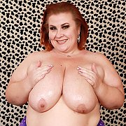 Mature BBW Lady Lynn Gets Naked