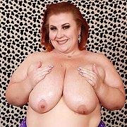 Mature BBW Lady Lynn Gets Naked