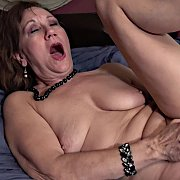Mature Lynn Plays In Bed with Lynn