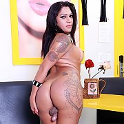 Tranny Slut Gets Naked with Leticia Le Farias