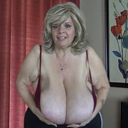 Plus Size Bras Try Outs with Suzie Q