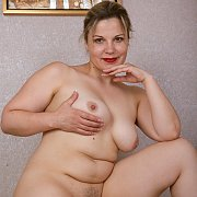 Voluptuous Beauty with Ellariya Rose