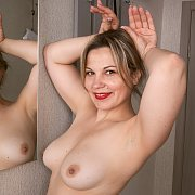 Fun Sexy MILF with Ellariya Rose