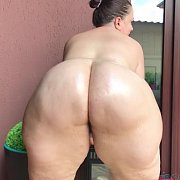 Baby Oil On Big PAWG Jiggly Ass with Mia Sweetheart