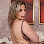 Curvy Buxom Hotness with Ellariya Rose