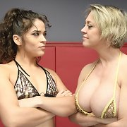 Dee Williams vs Victoria Voxxx