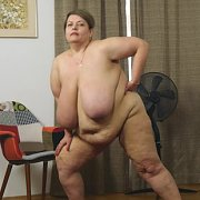 Nude BBW Excercise with Pauline