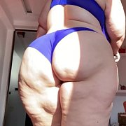 Wobbly Booty on the Treadmill with Mia Sweetheart