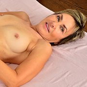 Mature Squirter with Lillian Tesh