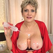 Tit Wank With Lots Of Oil with Lady Sonia
