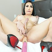 Asian Shemale Rides A Fucking Machine with Gabrielly Soares