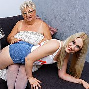 Naughty Matue BBW Lesbian Getting Licked By A Hot Teeny Babe with Babet