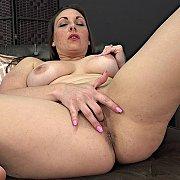 Curvy Fingering with Melanie Hicks